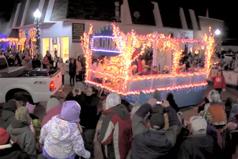 Lake Orion Lighted Christmas Parade – Michigan Fun